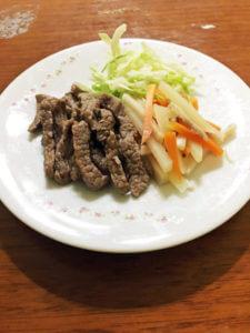お肉大好きワンちゃんに!「牛肉と茹で野菜盛り合わせ」