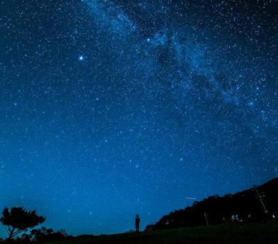 天然プラネタリウムで満点の星空